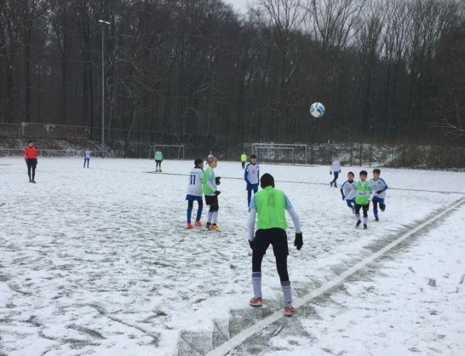 Schneespiele im Waldstadion – Kein guter Untergrund für unsere D-Junioren