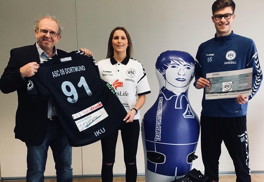 Handballer freuen sich über 1.000 €-Spende von IKU_Die Dialoggestalter