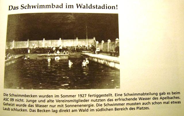 Sommer 1927. Im Waldstadion - dort, wo heute der Kunstrasen-Trainingsplatz liegt - wird das Freibad fertiggestellt und eröffnet.