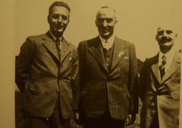 Beim Jubiläum im Jahr 1934: Das einzige Foto mit ASC-Gründer Otto Balks (r.), hier mit Heinrich Schmidt (l.) und Karl Westermann.