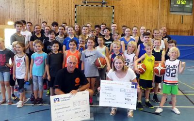 Gold für Kinder spendet für Basketball-Jugend