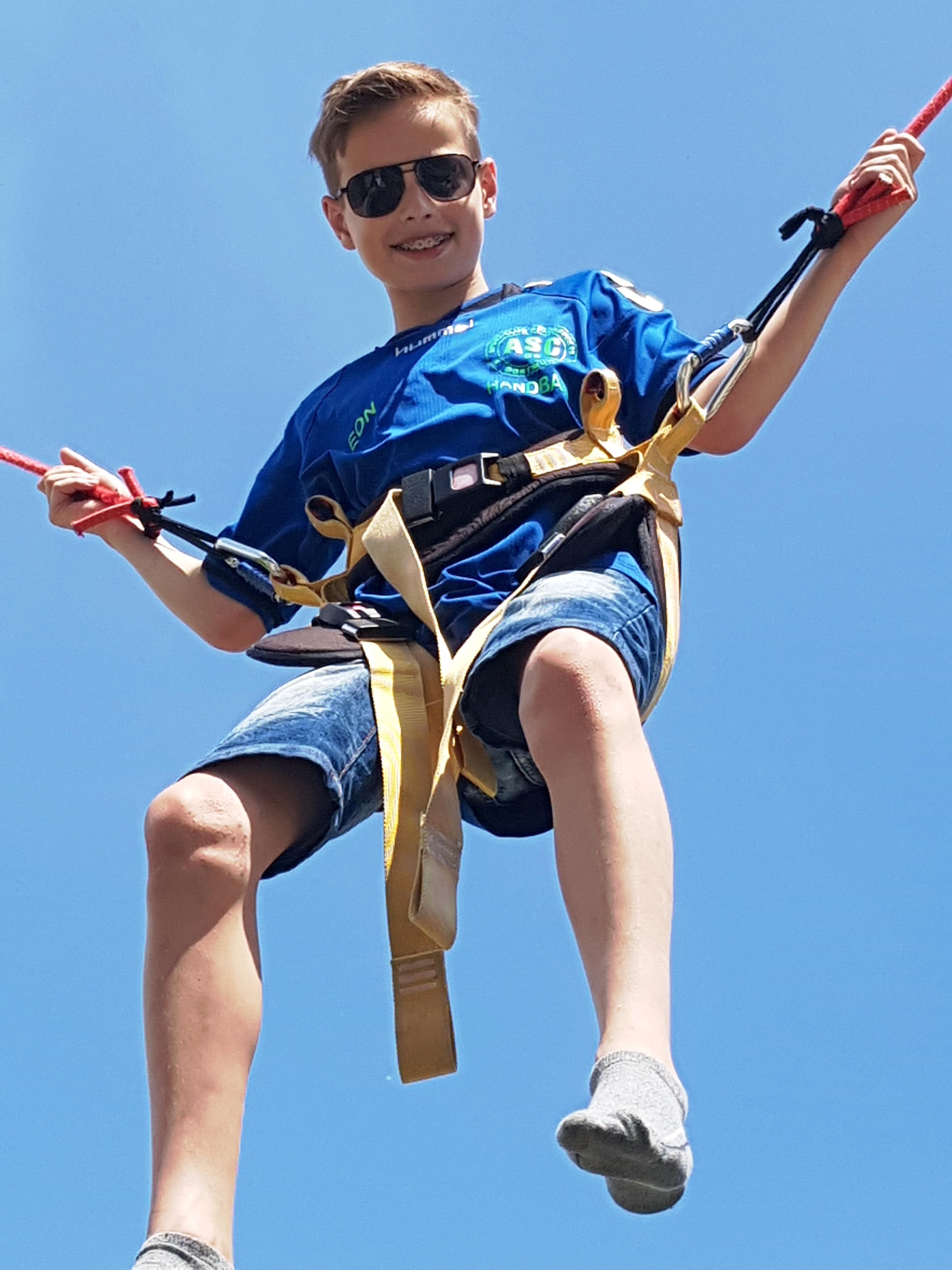 . . . das zweite Bild animiert zu sportlichen Höhenflügen . . .