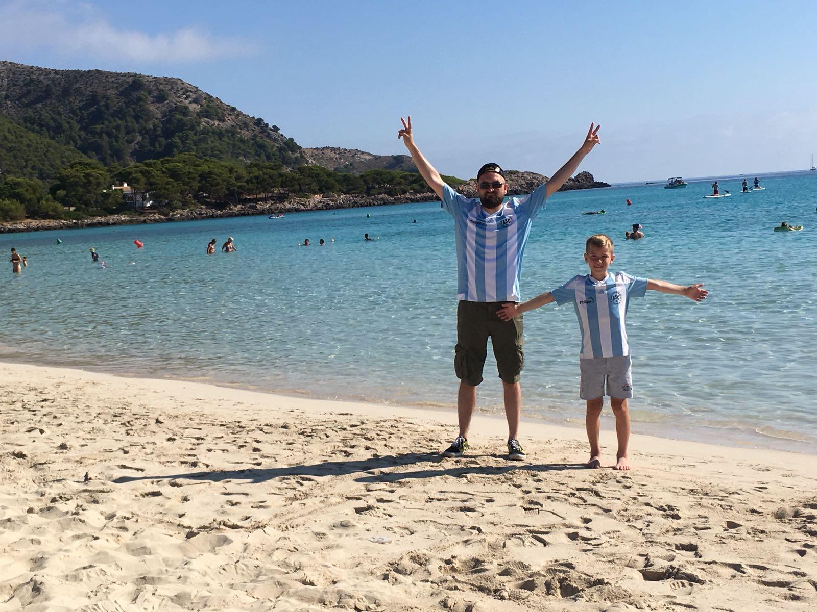 Dieses Bild hat uns Daniel Most von Mallorca geschickt. Weißer Sand, klares Wasser - und ASC-blauer Himmel!