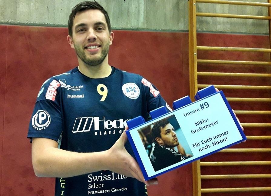 """Niklas Grotemeyer ist die Fleisch gewordene DNA der ASC 09-Handballer. Unser Kreisläufer steht für 100 Prozent Identifikation mit dem Verein. Dass er einen Stein zur Handball-Spendenwand hinzufügt: Ehrensache! Wir sagen: Danke, """"Nixon""""!"""