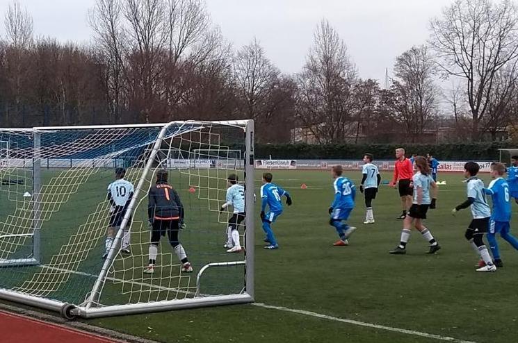 Ungeschlagen durch die Hinrunde – D1-Junioren bleiben im Meisterschaftsrennen