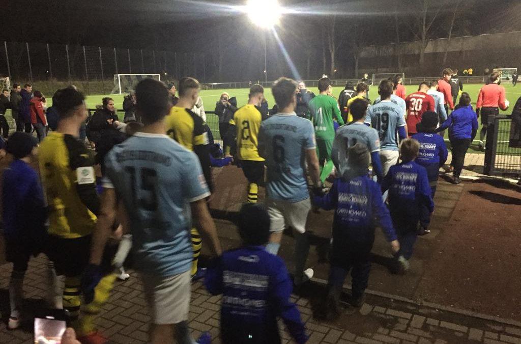 F3 und E2-Junioren – Einlaufkinder beim Spiel des ASC gegen die U19 des BV Borussia Dortmund