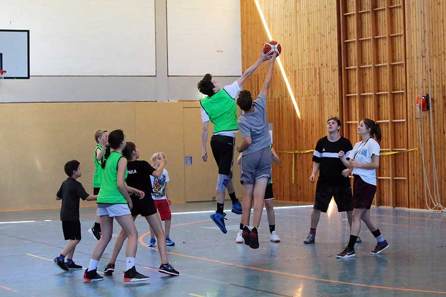 Basketball-Angebote für Neulinge und Fortgeschrittene