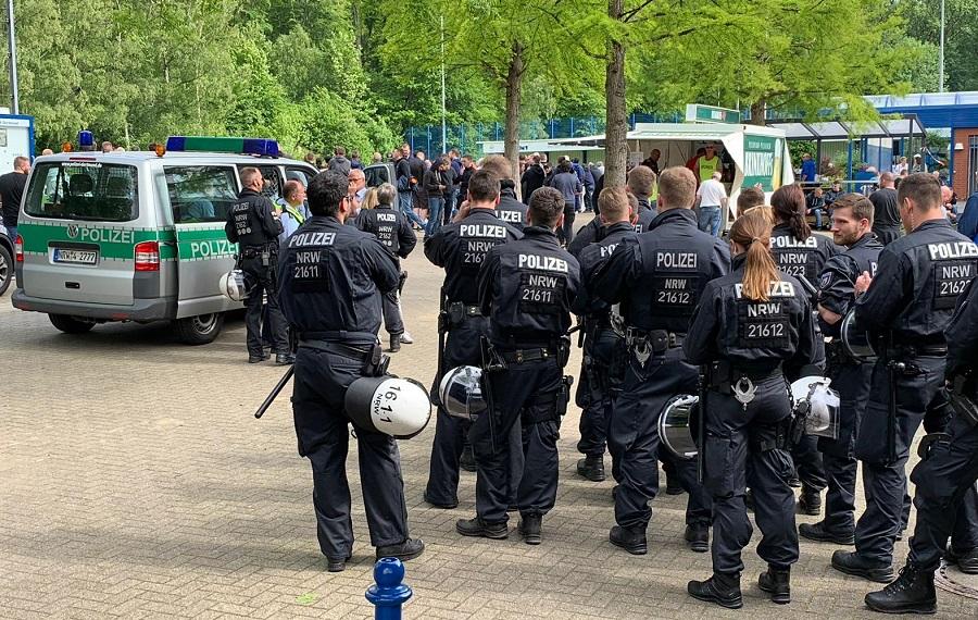 Stadionsturm von Schalke-Ultras überschattet das Saisonfinale