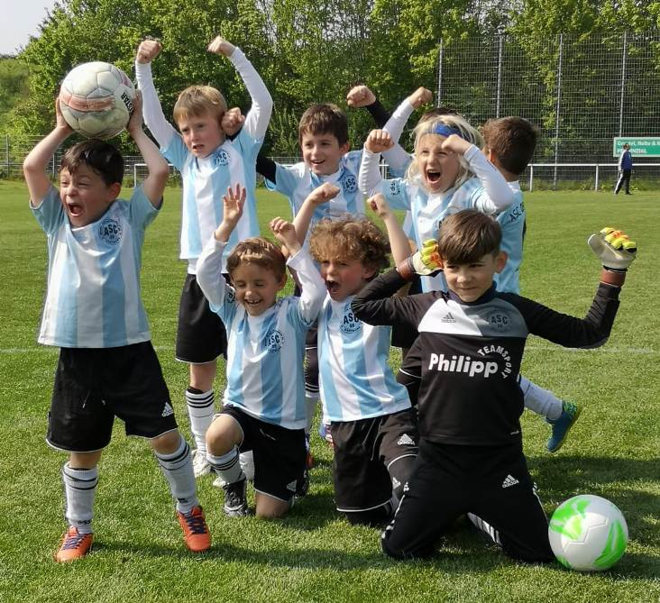 Minikicker 1 gewinnen den Knappschafts-Cup!