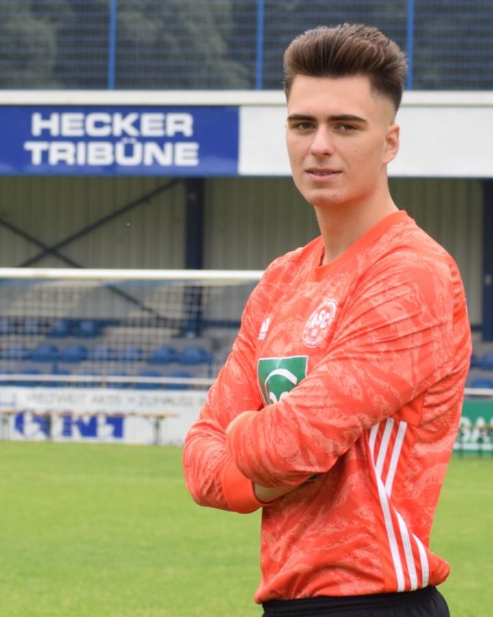 #33 Dejan Zecevic
