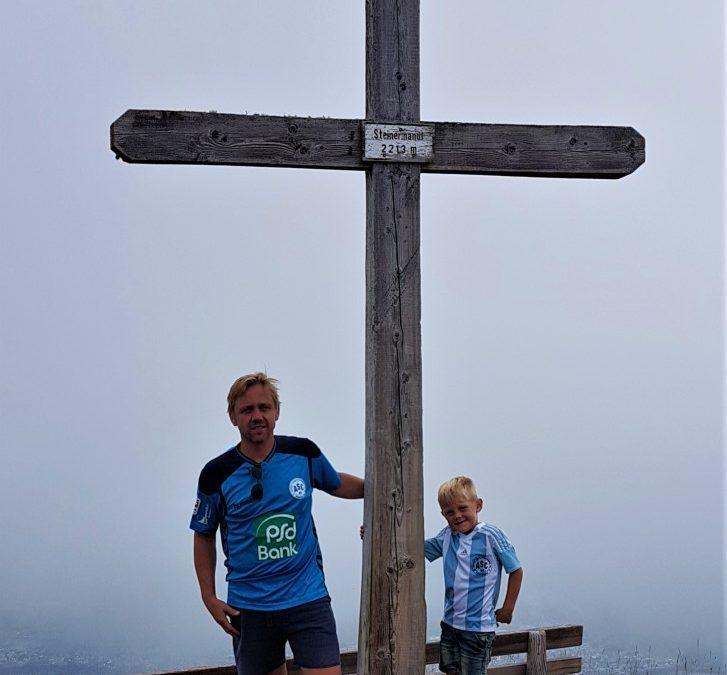 ASC 09-Urlaubsfotoaktion: Sebastian & Jasper grüßen vom Gipfel