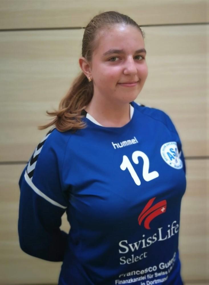 #12 Laura Dajthe