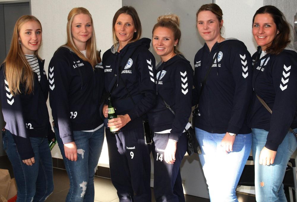 Ein halbes Dutzend Damen 1: Jule Bachen, Sara Gesing, Annika Kriwat, Inga Spaan, Marina Wilkus, Maren Rynas (v.l.).