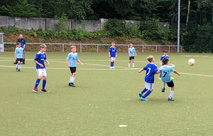 Endlich wieder Fußball im Waldstadion !!!  – E1/E4-Junioren mit starker zweiter Hälfte