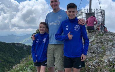 Urlaubsfotoaktion: Lion, Markus & Julien grüßen vom Gipfel