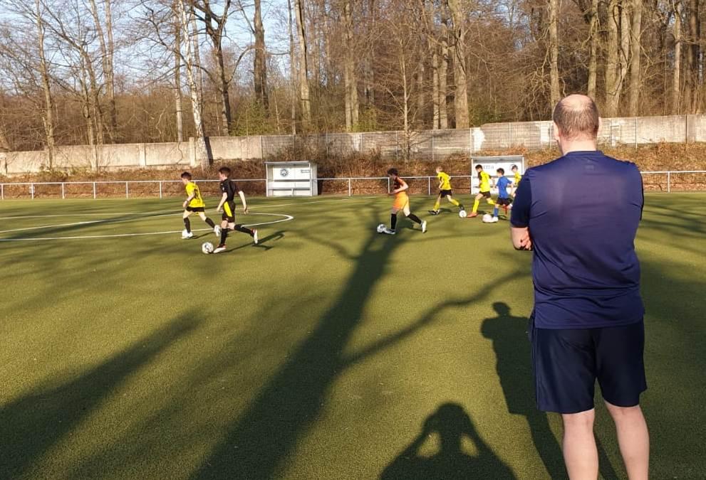 Mit Einschränkungen, aber unbeirrt: ASC 09-Fußballjunioren bleiben im Trainingsbetrieb